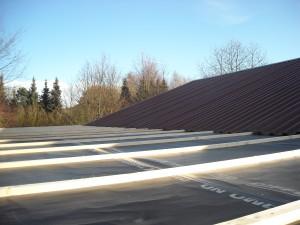 Mit Folie geschlossenes Dach!