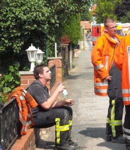 Der erste Atemschutztrupp nach dem Einsatz,  Menschenrettung und danach Brandbekämpfung waren die anstrengenden Aufträge!